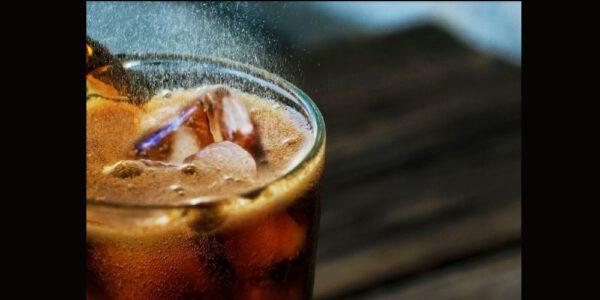 Esto pasa en tu cuerpo al beber refresco
